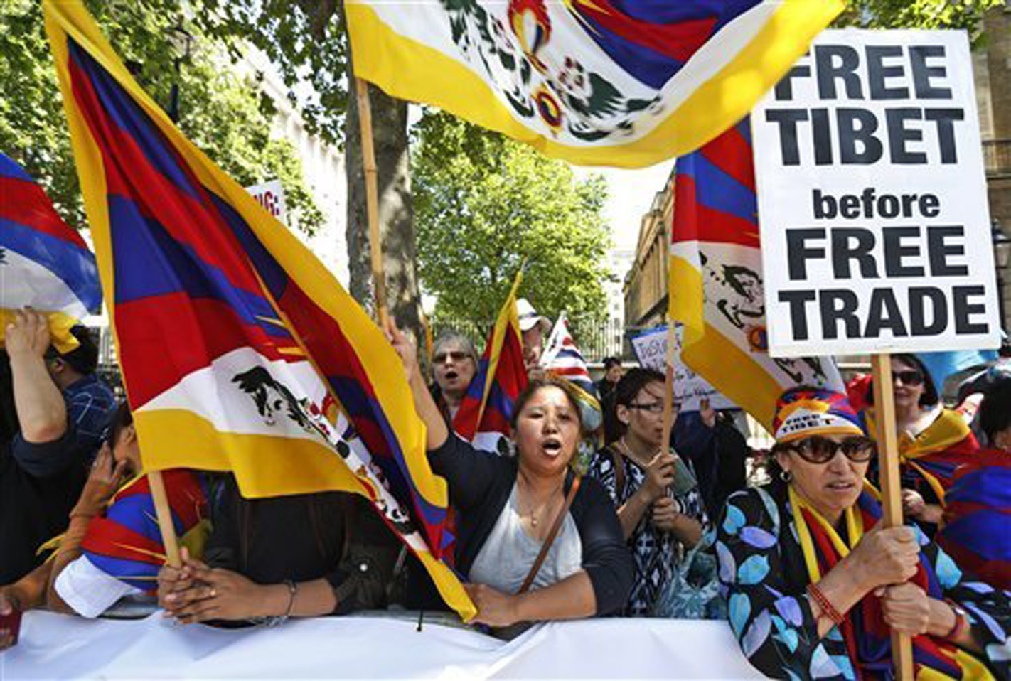 Tibet supporters protest as visiting Chinese Premier dictates terms to Britain