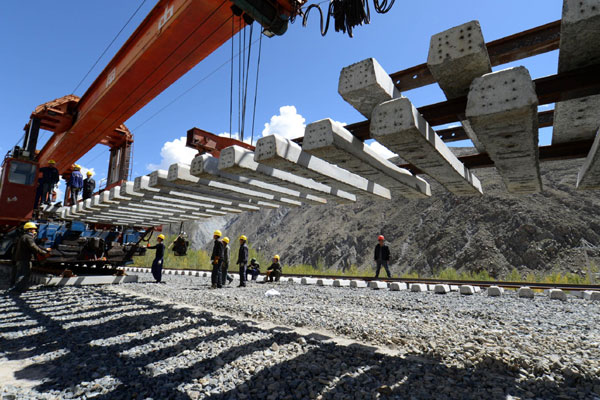 Railway construction from Lhasa to Shigatse