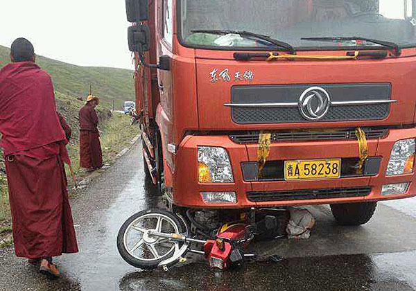 The scene of the accident in Qinghai's Darlag county, July 23, 2014. Photo courtesy RFA