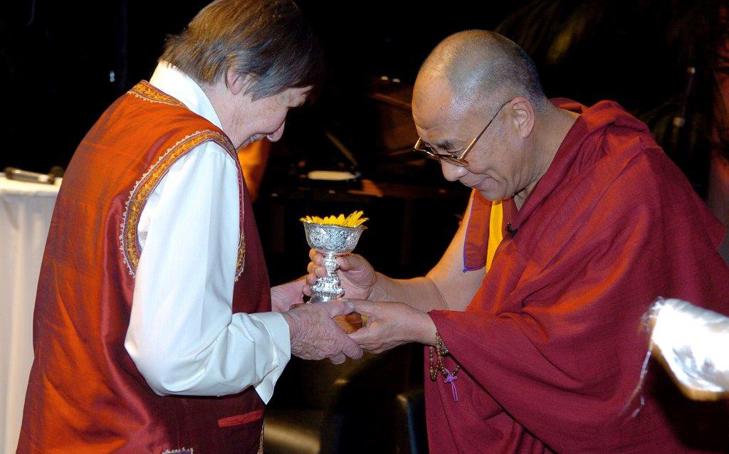 Ama Wäger being presented with ICT's Light of Truth award by the Dalai Lama in Berlin in 2005. (Photo courtesy ICT)