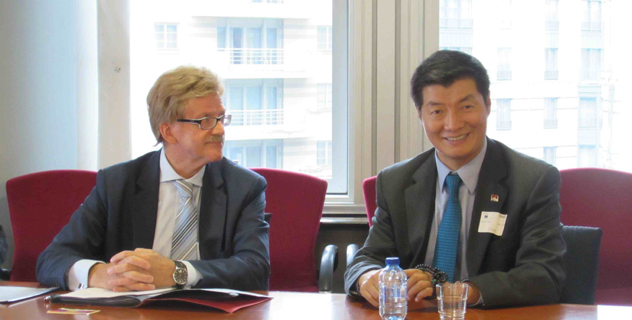 Sikyong Dr Lobsang Sangay with Mr. Thomas Mann, Member of European Parliament, in Brussels on 15 October 2014. (Photo courtesy: Office of Tibet)
