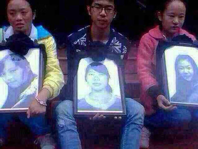 Friends hold photos of Tibetan students mowed down by car, Sept. 26, 2014. (Photo courtesy: RFA)