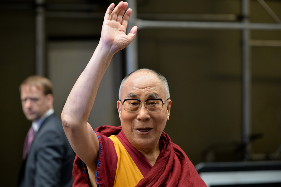 His Holiness the Dalai Lama waves to well-wishers as he departs from the Javits Center in New York, NY, USA on November 5, 2014. (Photo courtesy/Sonam Zoksang, OHHDL)