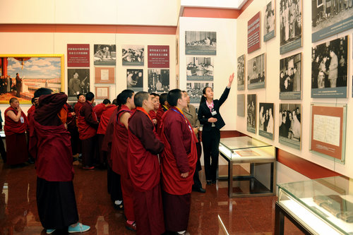 Tibetan Buddhist nuns visit the Chairman Mao Memorial Hall.