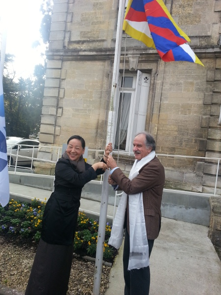 Kalon Dicki Chhoyang of the Department of Information and International Relations, with the member of French Parliament Mr. Noel Mamere at the Town Hall of Begles, close to France's south west city of Bordeaux. The Tibetan national flag was hoisted in front of the town hall to honour her visit. (Photo courtesy: DIIR)