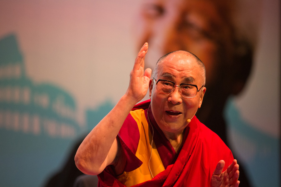 His Holiness the Dalai Lama waves to the audience as he arrives for the 5th session of the 14th Summit of Nobel Peace Laureates in Rome, Italy on December 13, 2014. (Photo courtesy/Paolo Tosti/OHHDL)
