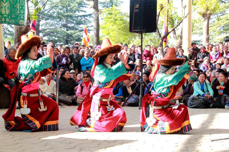 Children performing Tibetan dance at the 25th Anniversary of Nobel Peace Prize Award to His Holiness on 10 Dec 2014 at the Tsuglakhang Temple, Mcleod Ganj.  (Photo: Norbu/Tibetan Review)