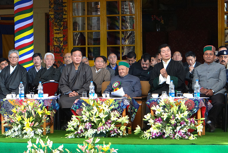 Shri Virbhadra Singh, chief minister of Himachal Pradesh and dignitaries at the celebration to mark the 25th anniversary of the conferment of Nobel Peace Prize to His Holiness the Dalai Lama. (Photo courtesy: TPI)