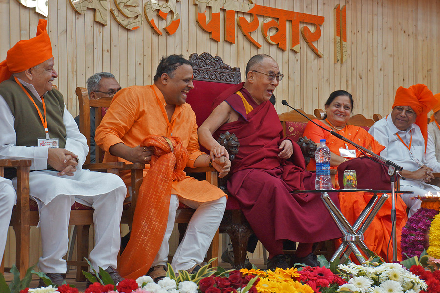 His Holiness the Dalai Lama sharing a joke with the audience during his talk at Chanakya Mandal Pariwar in Pune, Maharashtra, India on December 31, 2014. (Photo courtesy/Jeremy Russell/OHHDL)