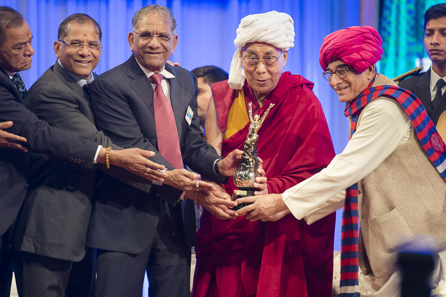 His Holiness the Dalai Lama is presented with the Santokbaa Award during presentation ceremonies in Surat, Gujarat, India on January 2, 2015. (Photo courtesy/Tenzin Choejor/OHHDL)