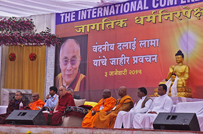 His Holiness the Dalai Lama answering questions from the audience during his talk in Nashik, Maharashtra, India on January 3, 2015. (Photo courtesy/Jeremy Russell/OHHDL)