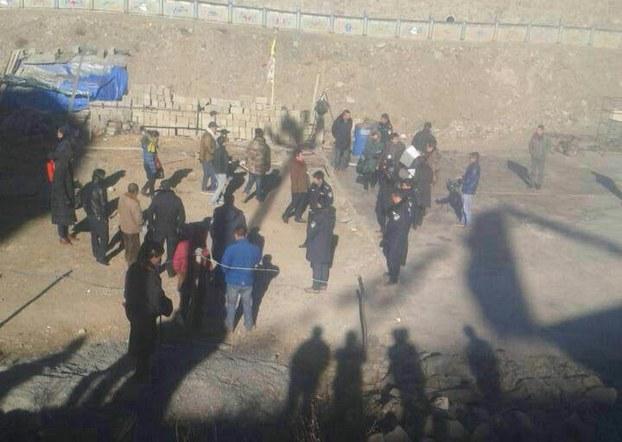 Police confront Tibetan landowners in Dzamthang, Dec. 30, 2014. (Photo courtesy: RFA)