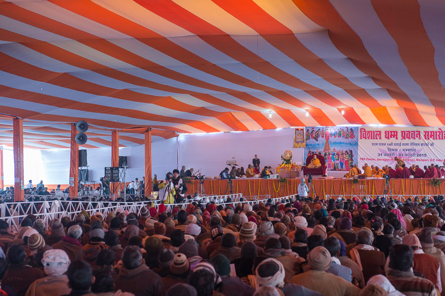 His Holiness the Dalai Lama's two day teaching at the Youth Buddhist Society's teaching ground in Sankisa, UP, India on January 31, 2015. (Photo courtesy/Tenzin Choejor/OHHDL)