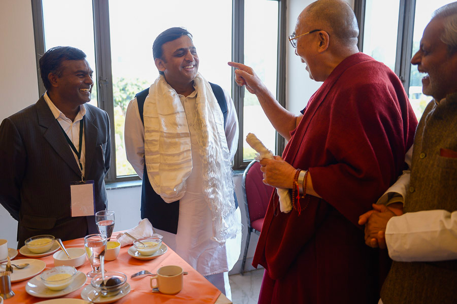 His Holiness the Dalai Lama meeting with Chief Minister of Uttar Pradesh, Mr Akhilesh Yadav, in Sankisa, UP, India on February 1, 2015. (Photo courtesy/Tenzin Choejor/OHHDL)