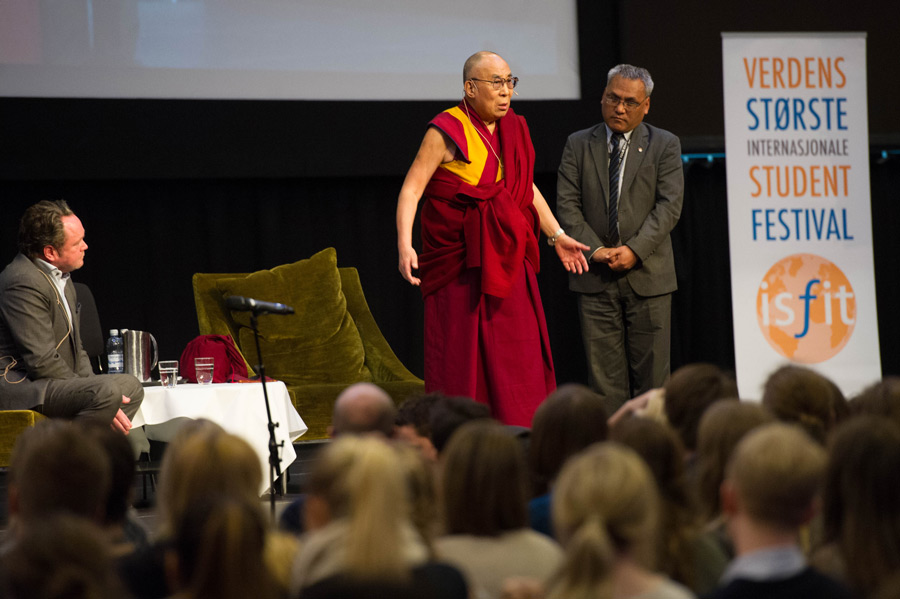 His Holiness the Dalai Lama speaking on the topic of corruption at the International Student Festival in Trondheim (ISFiT) at the Clarion Conference Centre in Trondheim, Norway on February 9, 2015. (Photo courtesy/foto.samfundet.no/OHHDL)