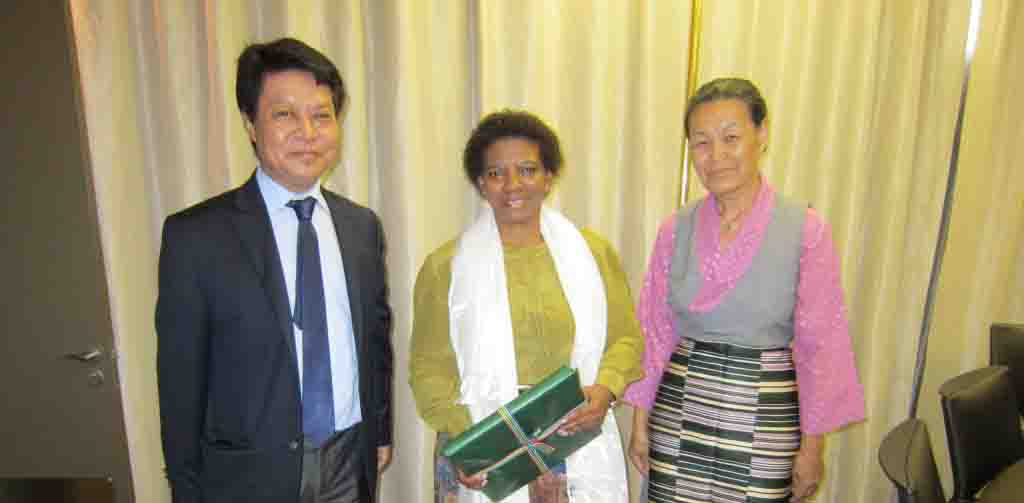 DIIR Secretary Tashi Phuntsok and Representative Nangsa Choedon with Ms. Nomaindia Mfeketo, Deputy Foreign Minister of South Africa. (Photo courtesy: tibet.net)
