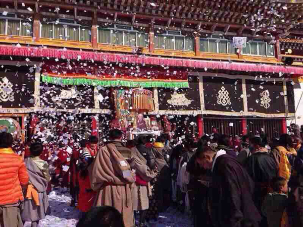 Tibetans celebrate at Se monastery in Sichuan's Ngaba prefecture, Feb. 19, 2015. (Photo courtesy: RFA)
