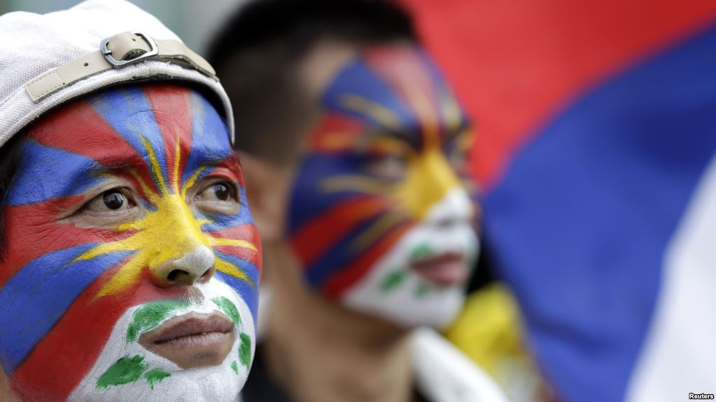 Activists with the colors of the Tibetan flag painted on their faces are seen at a rally in Taipei March 10, 2013. (Photo courtesy: Reuters)