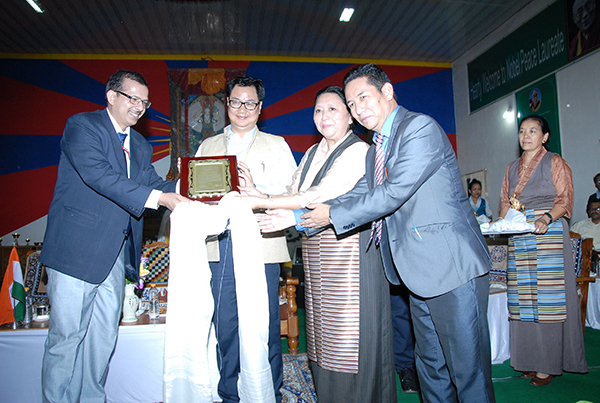Mr. Kiren Rijiju, Union Minister of State for Home Affairs (C), Home Kalon Dolma Gyari (R) and Mr. K.K Pathak, Joint Secretary of Home Affairs, Government of India with Mr. Karma Singey, Chief Representative of Southern Tibetan settlements. (Photo courtesy: tibet.net)