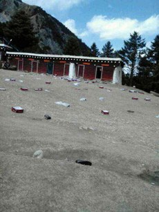 Shoes refused by nuns lie scattered on the ground at Drakkar Choeling, March 9, 2015. (Photo courtesy: RFA)