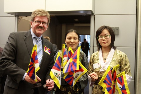 Mr. Thomas Mann, member of the European Parliament, with Tibetans on the 56th anniversary of the Tibetan National Uprising day at the European Parliament in Brussels on 10 March 2015. (Photo courtesy: tibet.net)