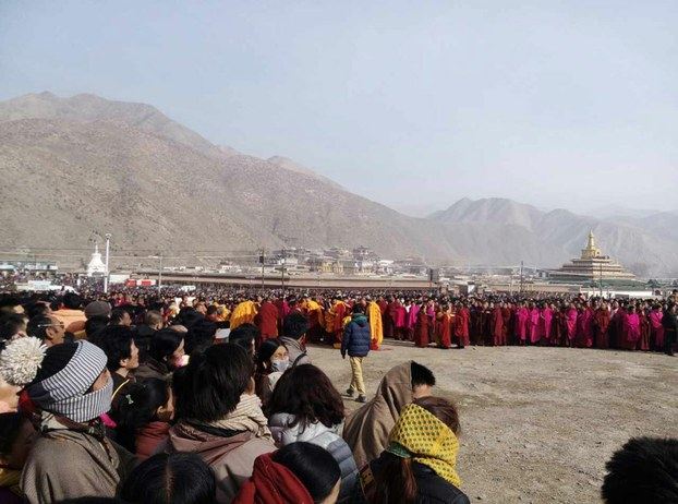 Tibetans gather for a festival at Labrang Tashikyil monastery in Gansu, March 3, 2015. (Photo courtesy: RFA)