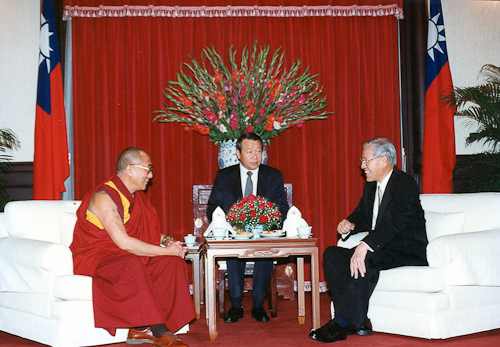 The Dalai Lama held a landmark meeting with Taiwan President Lee Teng-hui on March 27, 1997.