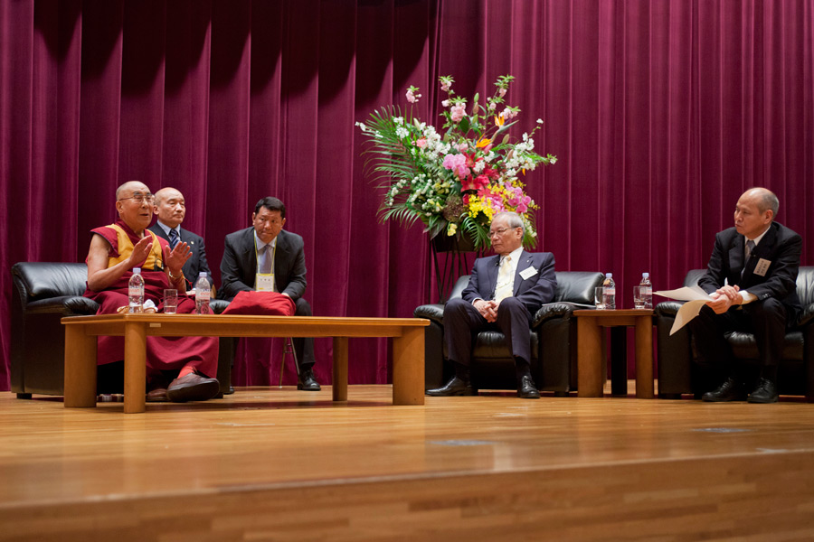 His Holiness the Dalai Lama answering questions during his talk at the Japan Doctors Association Hall in Tokyo, Japan on April 4, 2015. (Photo courtesy/Tenzin Jigmey/OHHDL)