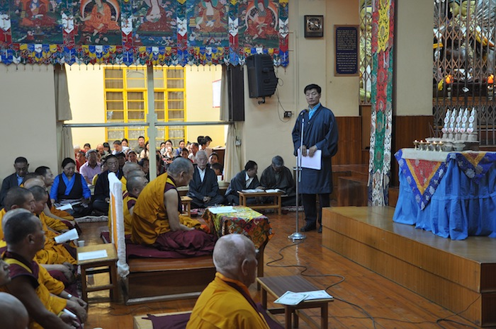 Sikyong Dr. Lobsang Sangay expressing his sympathies and condolences during the prayer service for the quake victims on 27 April 2015. (Photo courtesy: tibet.net)
