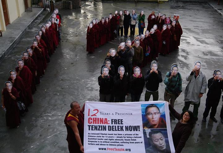 Global Tibetan groups campaign to release on medical parole a revered Tibetan Buddhist leader Tenzin Delek Rinpoche. In picture SFT campaigned in Dharamshala on 7 April 2015. (Photo courtesy: www.studentsforafreetibet.org)