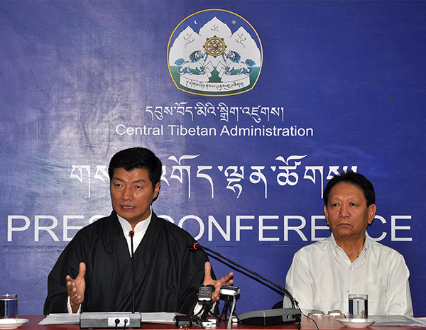 Sikyong Dr. Lobsang Sangay accompanied by Mr. Trinley Gyatso, Secretary of the Department of Finance at the press conference. (Photo courtesy: tibet.net)