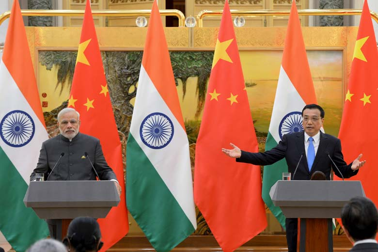 Prime Minister Narendra Modi (L) and Chinese Premier Li Keqiang attend a news conference at the Great Hall of the People in Beijing, China, May 15, 2015. (Photo courtesy: Reuters)