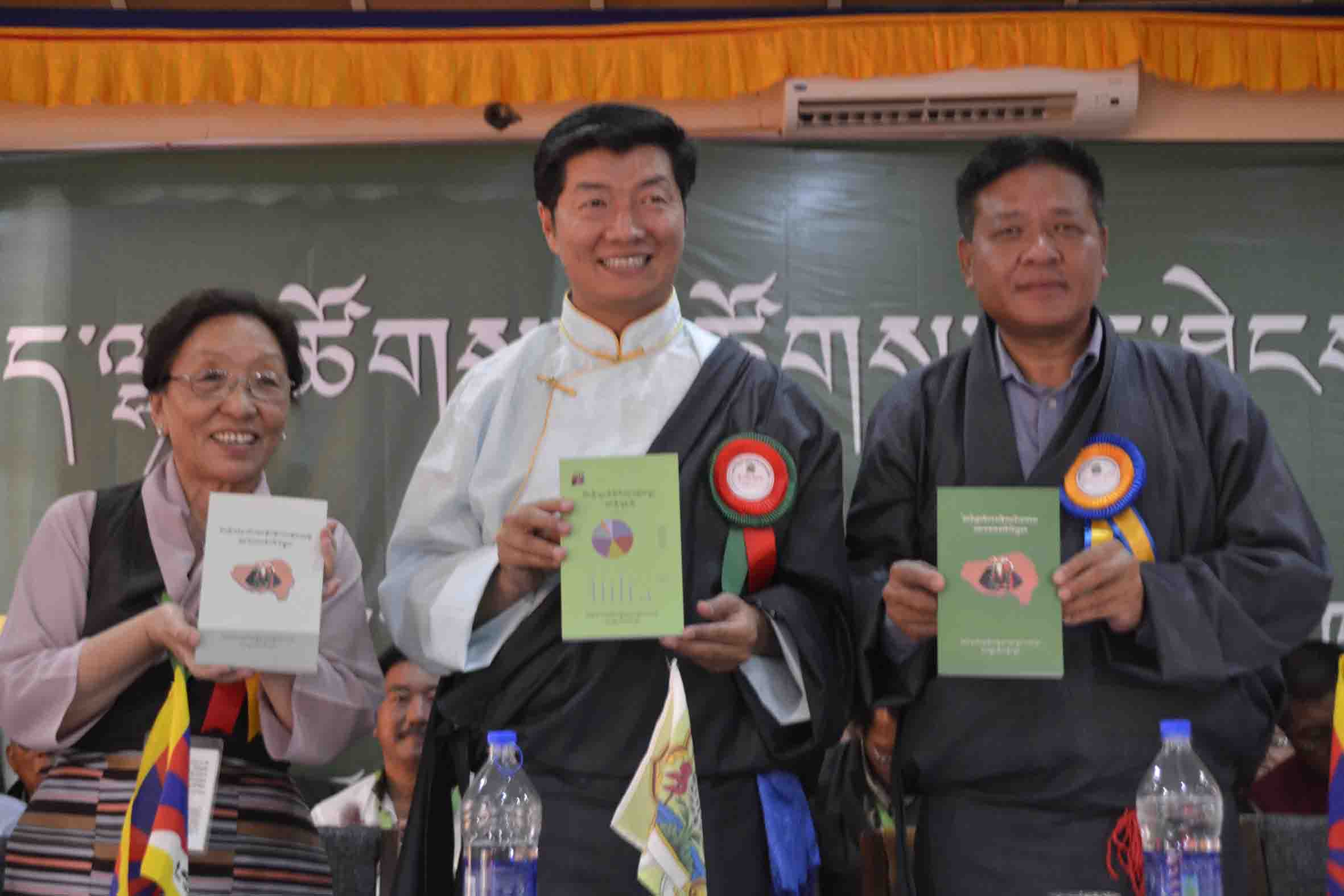 Dr. Lobsang Sangay, Tibetan Political leader(Sikyong), Mrs. Rinchen Khando, founding President of Tibetan Women's Association and former Kalon and Mr. Penpa Tsering, Speaker of Tibetan Parliament in Exile. (Photo courtesy: TWA)