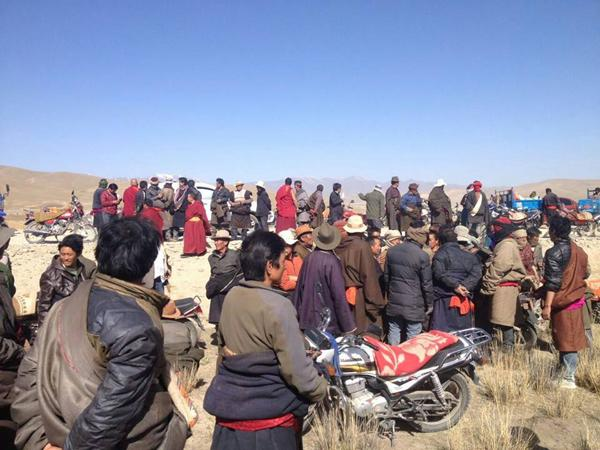Tibetans in Rinchen Village protesting against the official land grab without compensation. (Photo courtesy: freetibet.org)