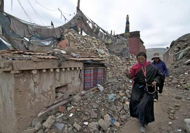Houses collapsed in Kyirong county.