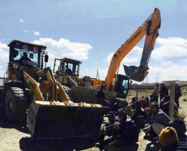 Tibetan protesters block construction equipment in Sangchu in an undated photo. (Photo courtesy: RFA)