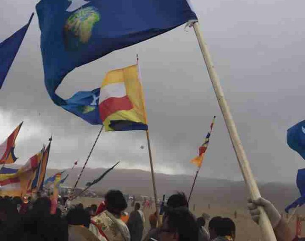 Tibetans display banned images on flags at prayer gathering, Ngaba, Sichuan, March 4, 2015. (Photo courtesy: RFA)