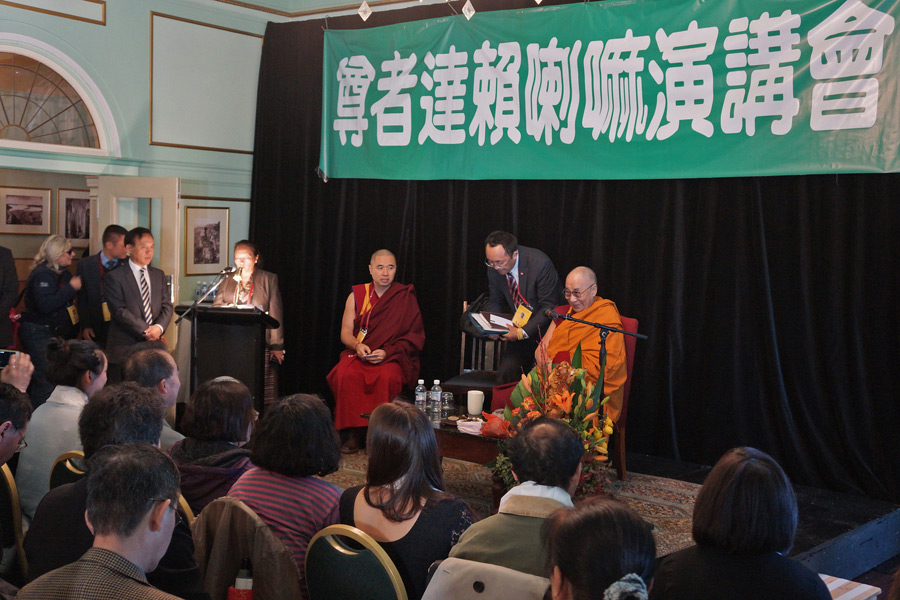 His Holiness the Dalai Lama with Chinese intellectuals, writers and democracy activists after their meeting in Katoomba, NSW, Australia on June 7, 2015. (Photo courtesy/Jeremy Russell/OHHDL)