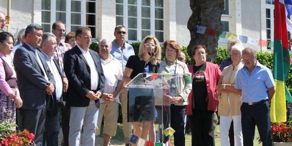 Mayor Mrs. Corinne Ducrocq announcing the adoption of the Tibetan village. (Photo courtesy: tibet.net)