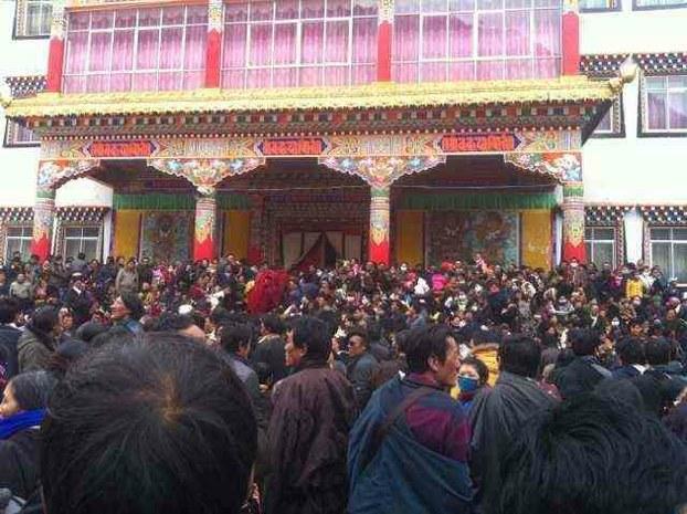 Tibetans hold a mass prayer gathering at Zilkar monastery, Feb. 25, 2013. (Photo courtesy: RFA)