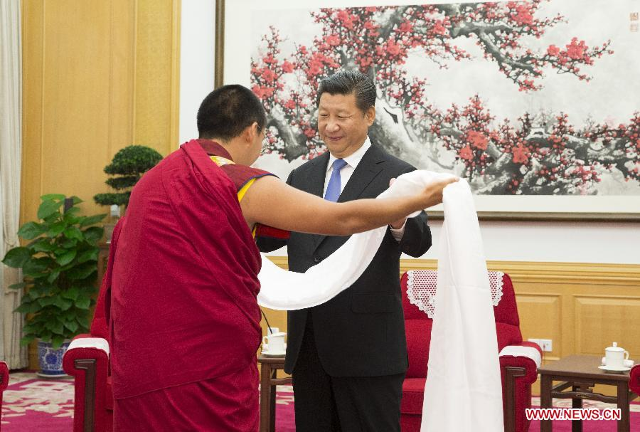 The 11th Panchen Lama Bainqen Erdini Qoigyijabu (L) presents a hada to Chinese President Xi Jinping in Beijing, capital of China, June 10, 2015. (Photo courtesy: english.cntv.cn)