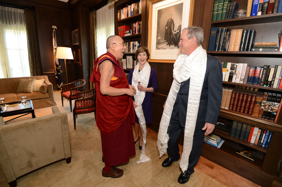 President and Mrs. Bush greet His Holiness the Dalai Lama at the Bush Center in Dallas, Texas, USA on July 1, 2015. (Photo courtesy/Bush Center)