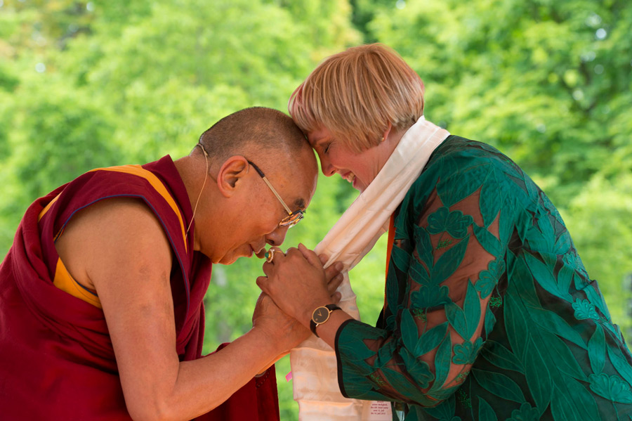 His Holiness the Dalai Lama thanking Green Party member Claudia Roth for her support at Wiesbaden Kupark in Wiesbaden, Hessen, Germany on July 12, 2015. (Photo courtesy/Manuel Bauer/OHHDL)