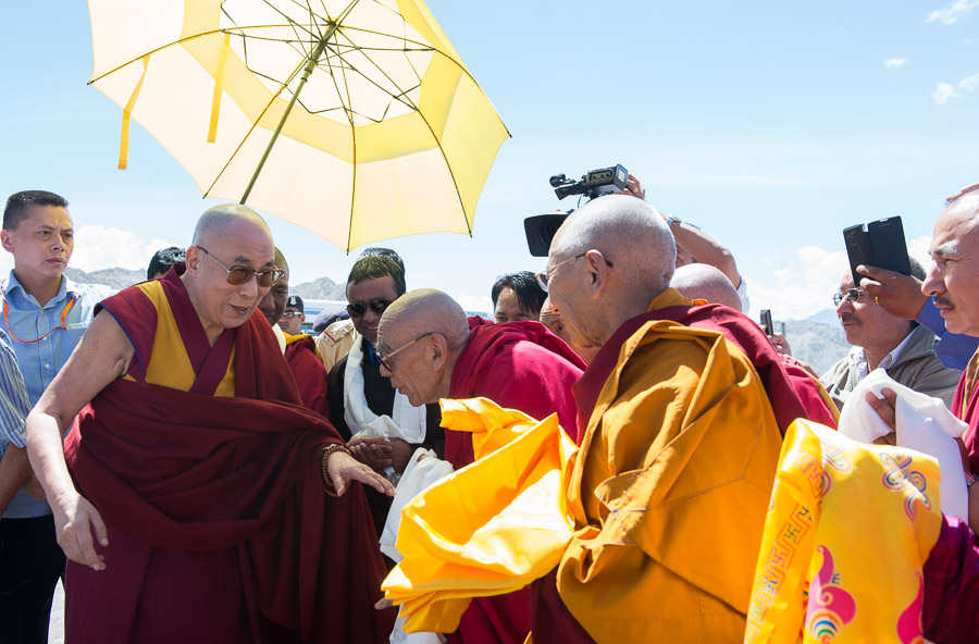 Gaden Tripa Rizong Rinpoche welcoming His Holiness the Dalai Lama on his arrival at the airport in Leh, Ladakh, J&k, India on July 27, 2015. (Photo courtesy/Tenzin Choejor/OHHDL)