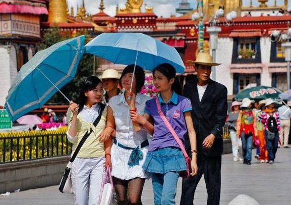 The number of Chinese tourists visiting Lhasa has surged in recent years. (Photo courtesy: independent.co.uk)