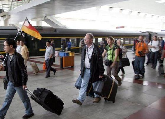 A group of tourists from Germany arrives at Lhasa's railway station. (Photo courtesy: independent.co.uk)