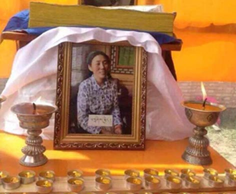 A framed photo of Tashi Kyi is placed on an altar following her death. (Photo courtesy: RFA)