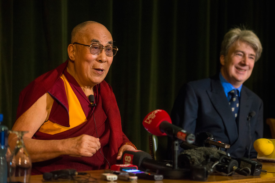 His Holiness the Dalai Lama speaking to members of the press at Magdalen College auditorium in Oxford, UK on September 14, 2015. (Photo courtesy/Ian Cumming/OHHDL)
