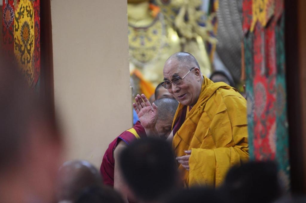 The Dalai Lama greets his followers ahead of a teaching session at Tsuglakhang temple in Dharamsala. (Photo courtesy: lidtime.com)