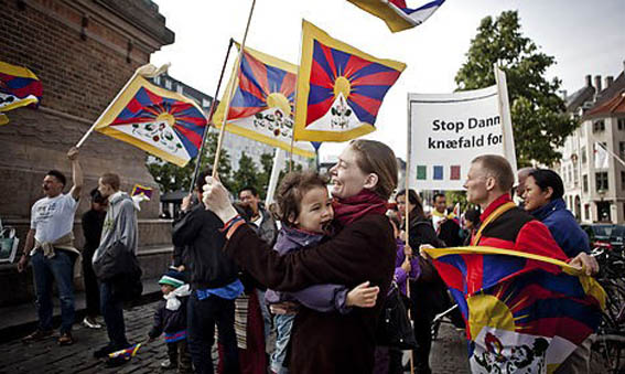 Copenhagen police to compensate Tibet protesters for serious mistake during Chinese state visits